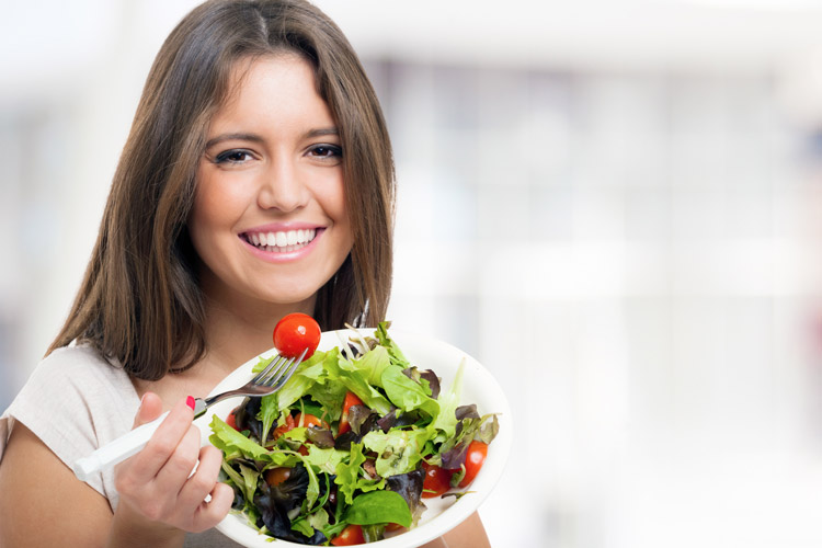6 Choices That Ruin the Nutrition of Your Salad
